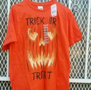 👽👽New Trick or Treat Halloween T-shirt